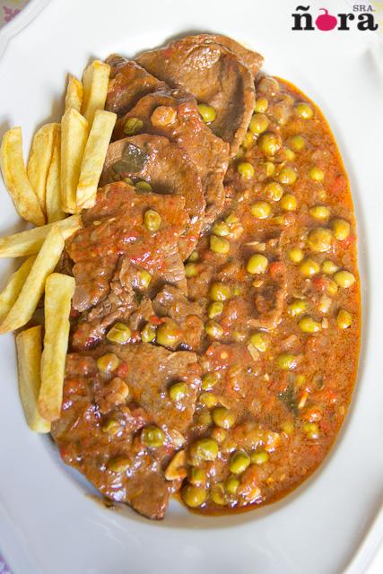 Filetes de ternera en salsa de pimientos asados afreirpimientos