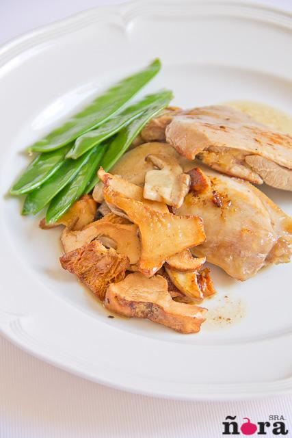 Cuartos traseros de pollo con setas y tirabeques for Cuartos traseros de pollo